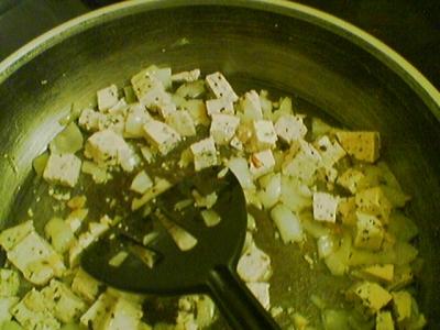tofu und zwiebeln